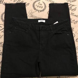 Kensie jeans size 8/29 black frayed hem
